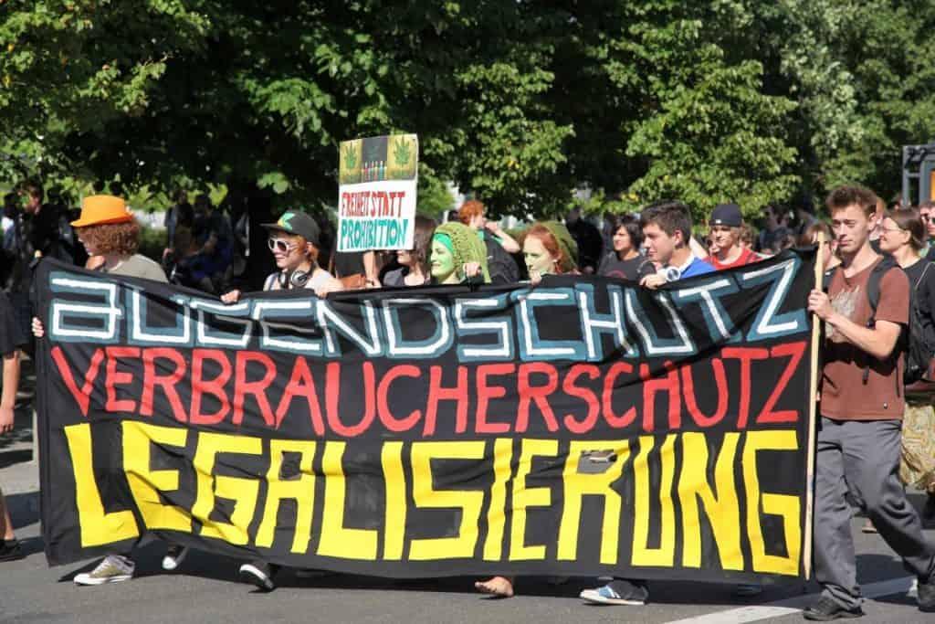 Afbeelding van demonstranten tijdens de Hanfparade 2011 in Berlijn. Ook toen was consumentenbescherming al een onderwerp.
